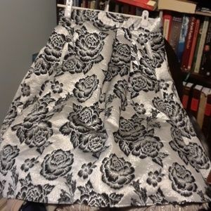Shimmering Silver skirt, size M  NWT